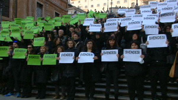İspanyol Merdivenleri'nde turist rehberleri protestosu