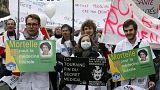 Miles de profesionales sanitarios se manifestaron en París contra el Gobierno