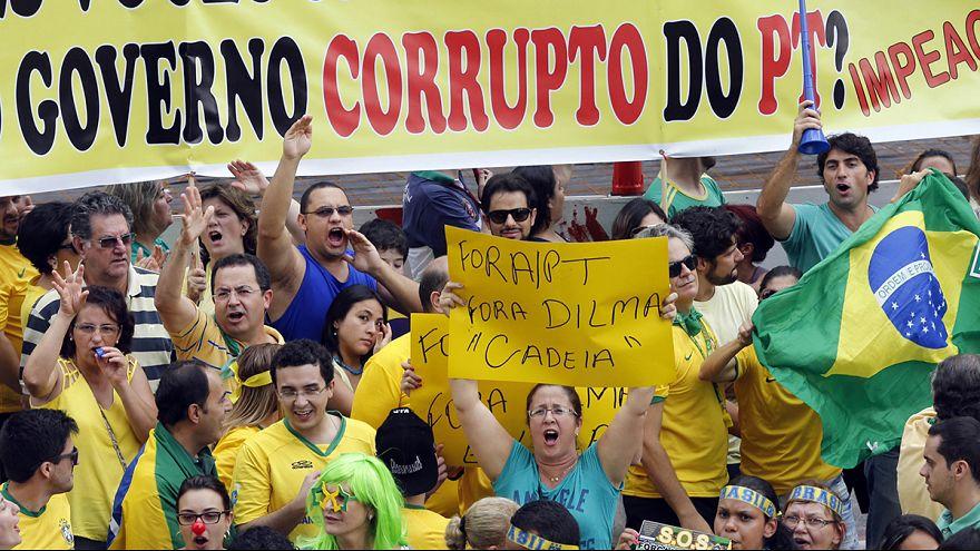 Millionen demonstrieren in Brasilien gegen die Politik von Präsidentin Roussef
