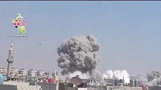 Força aérea síria bombardeia Douma