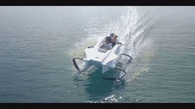 Voler à deux au-dessus de l'eau