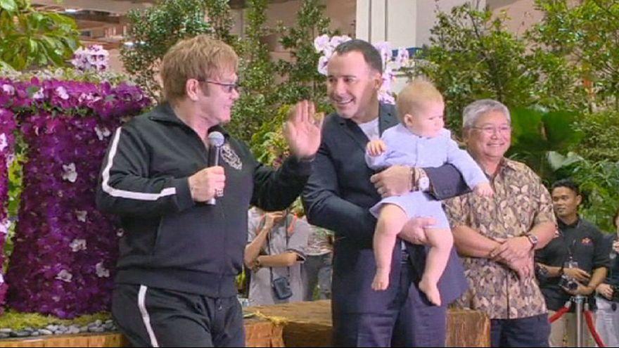 Cresce a polémica da família entre Elton John e Dolce&Gabbana