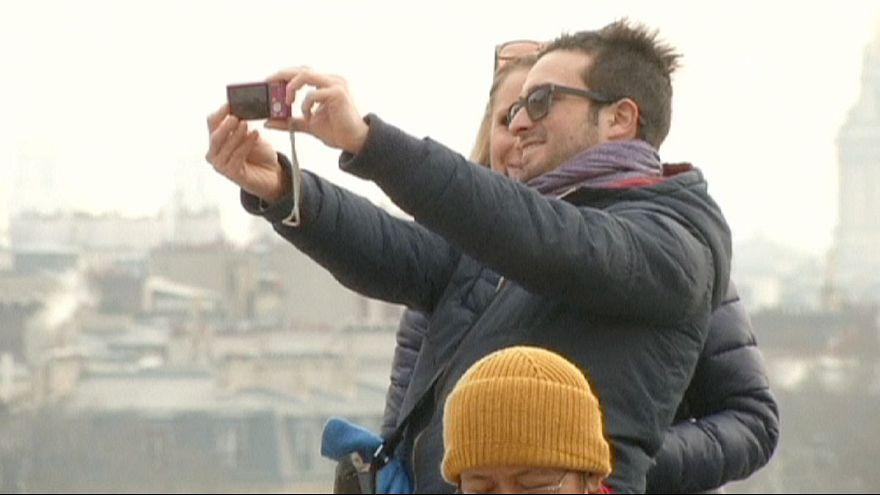 Los turistas estadounidenses celebran la bajada del euro con respecto al dólar
