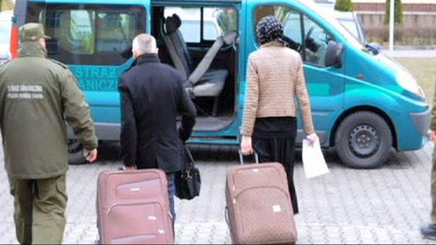 فرنسي يخبىء زوجته الروسية في حقيبته ليدخلها إلى بولندا