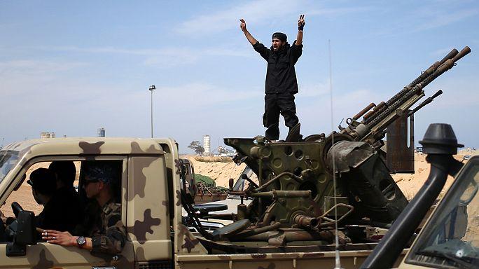 Ливия: жители Сирта бегут из города