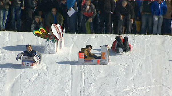 Kartondoboz-szánkó verseny