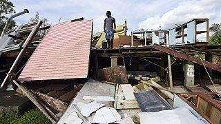 طوفان زدگان وانواتو در تلاش برای بازسازی خانه ها