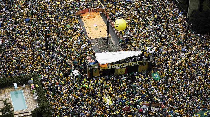 Brazília: a tömegtüntetés után korrupció ellenes harcot ígért a brazil elnök
