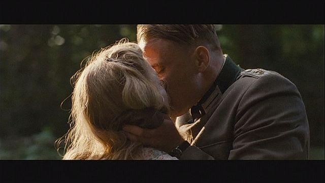 """""""معزوفة فرنسية"""" قصة حب حقيقة بين فرنسية وجندي ألماني فر زمن النازية"""