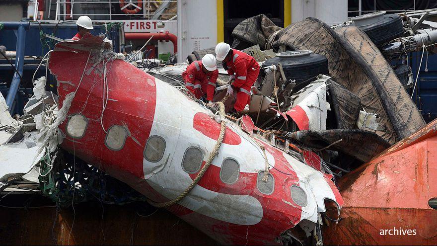 أندنوسيا توقف الابحاث عن الجثث المتبقية لطائرة إير إيجيا