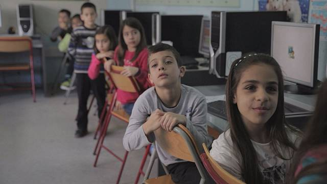 Греческая школа: денег нет, а учить надо!