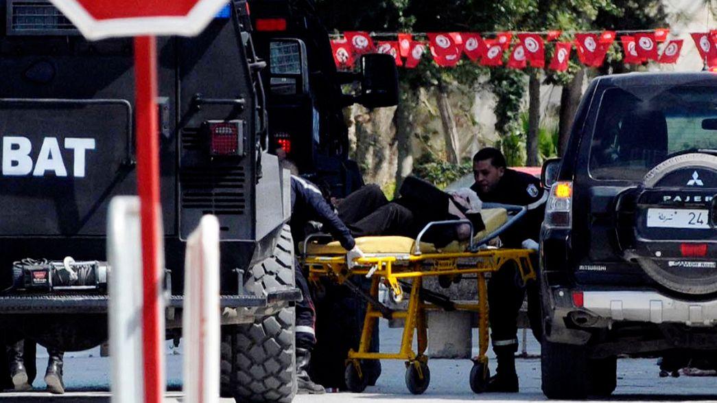 20 le vittime civili dell'assalto a Tunisi. Tra loro 4 Italiani.