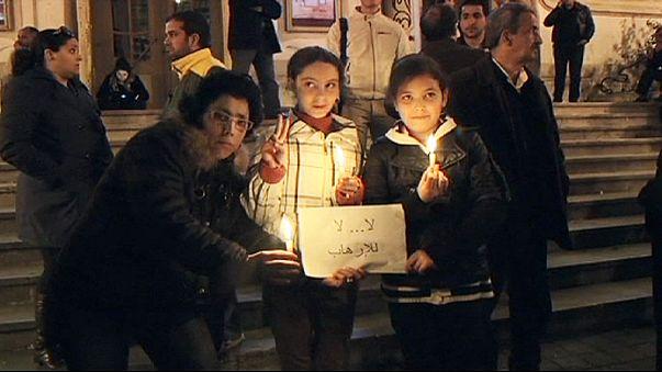 A szerdai vérengzés áldozataira emlékeztek a tunisziak
