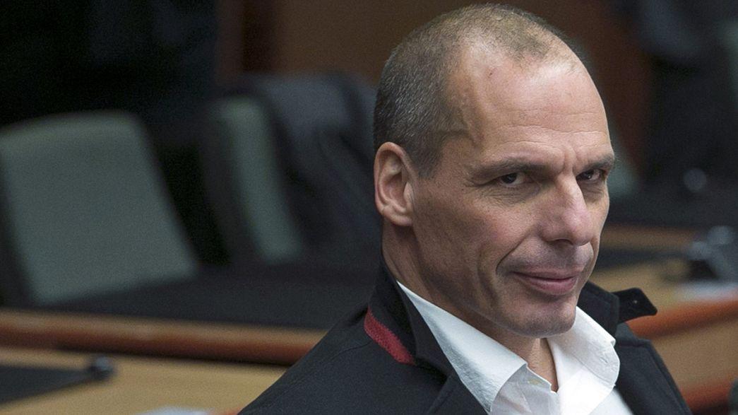 """Un """"dito medio"""" contro la Germania. Il video di Varoufakis scatena le polemiche"""