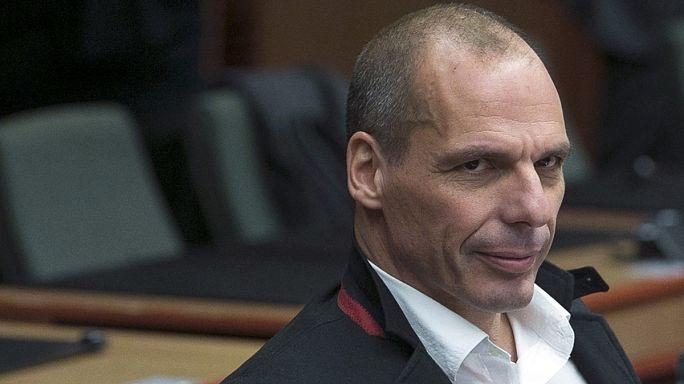 Fausses-vraies images du doigt d'honneur de Varoufakis : le mystère est (presque) entier