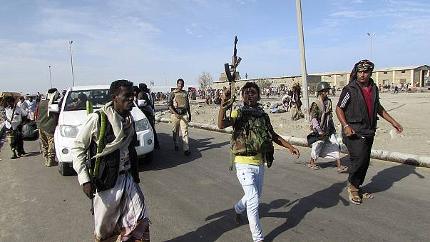 Кризис в Йемене: мятежники нанесли удар по президентскому дворцу в Адене и атаковали аэропорт