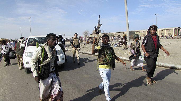 الرئيس اليمني يغادر عدن إلى مكان آمن