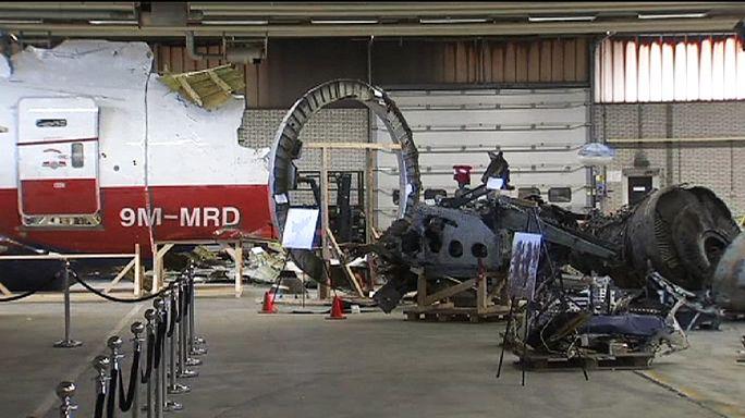 MH17: árulkodó apró fémdarabka a roncsok között