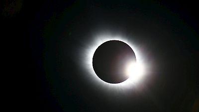 Guardate la nostra selezione di filmati e foto dell'eclissi solare totale