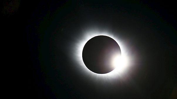 Photos et vidéos de l'éclipse solaire
