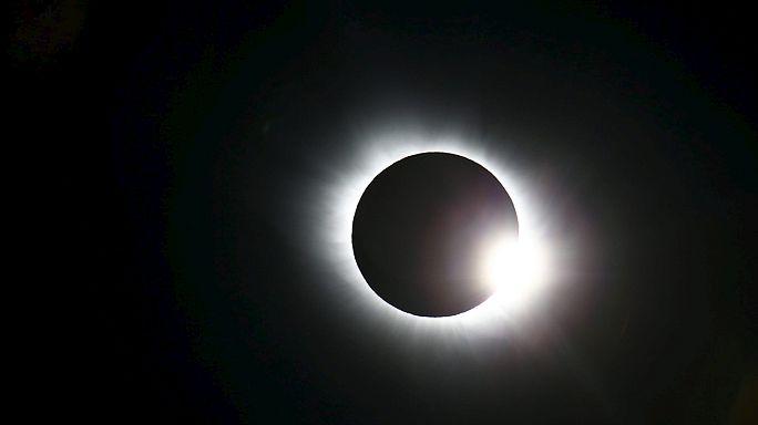 Видео и фотографии солнечного затмения в прямом эфире