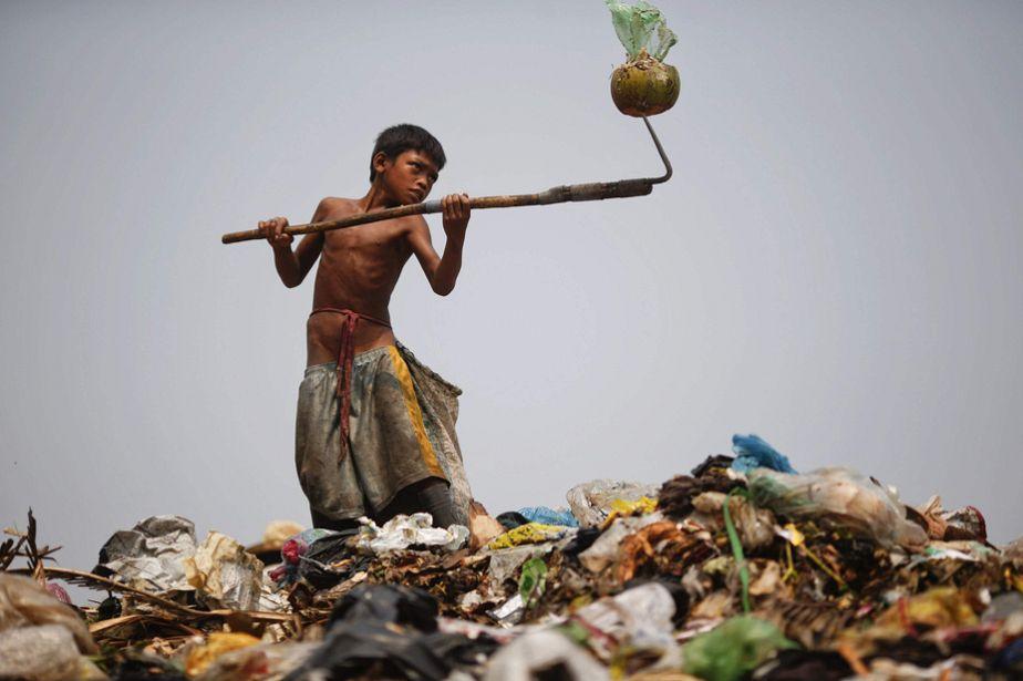 La vie de misère dans une décharge cambodgienne