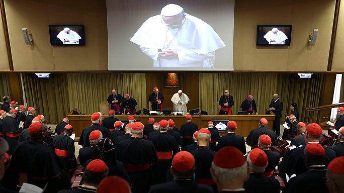 """Le pape François chasse deux """"moutons noirs"""", un cardinal et un évêque"""