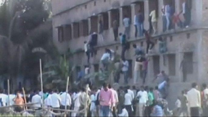 Examens scolaires : des proches aident des élèves à tricher en Inde