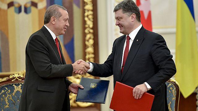 Pénzt és segélyt vitt Erdogan KIjevbe