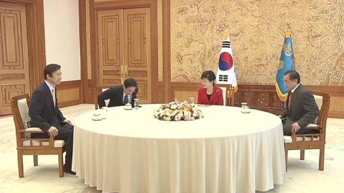 Güney Kore, Japonya ve Çin dışişleri bakanları bir araya geldi
