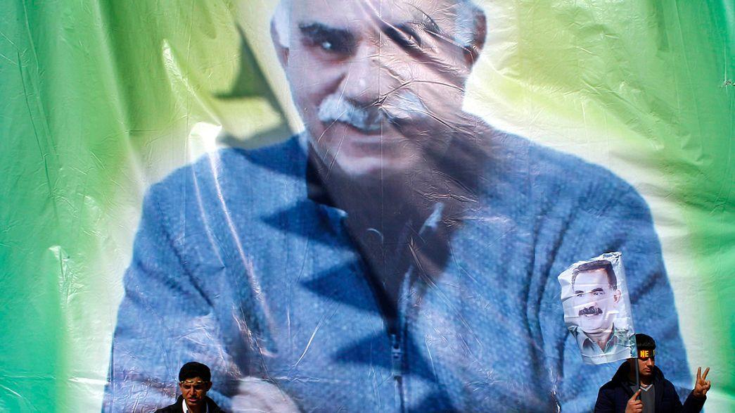 """Ocalan apela a """"nova era"""" em que curdos e turcos vivam """"como irmãos em democracia""""."""