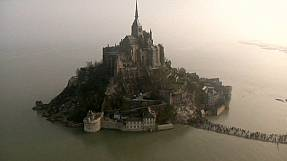 ′Tide of the century′ surrounds Mont Saint-Michel