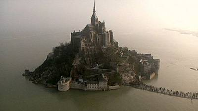 ′Tide of the century′ surrounds Mont Saint-Michel – nocomment