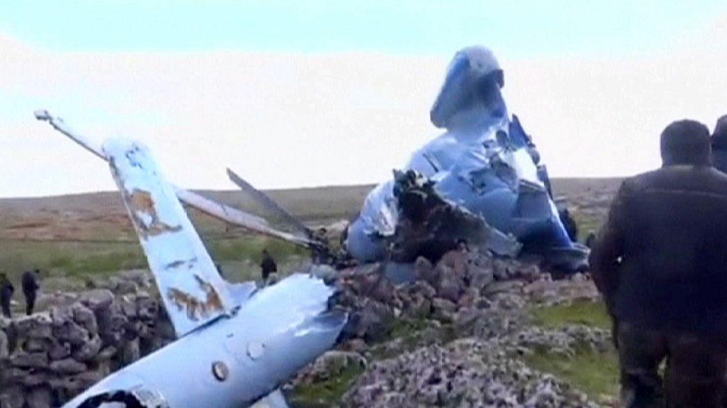 Síria: Helicóptero militar despenha-se em zona rebelde
