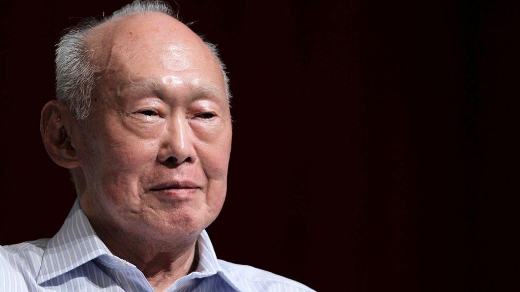 Singapur halkı ülkenin kurucusu Lee Kuan Yew'in yasını tutuyor