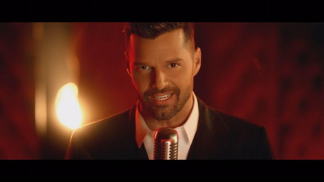 ريكي مارتين يؤكد نفسه كنجم عالمي يغني بالإسبانية