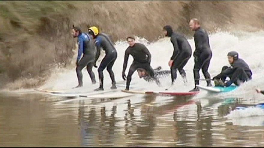 موج سواری نادر بر روی رودخانه در بریتانیا