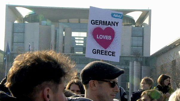 """Германия """"признаётся"""" Греции в любви"""