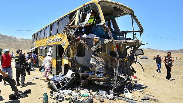 40 muertos en Perú por un accidente múltiple en la carretera Panamericana