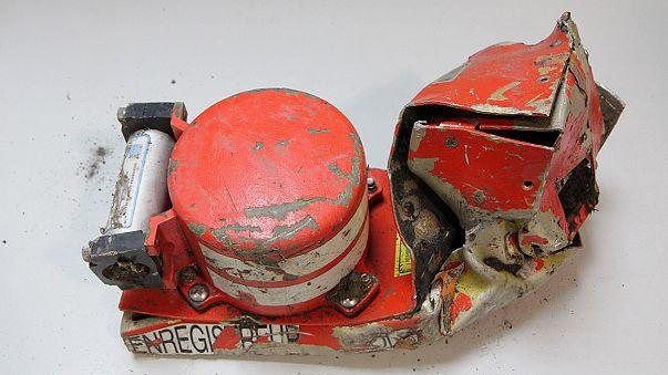 Crash de l'Airbus 320 : enquêteurs sur le site, boîte noire à Paris