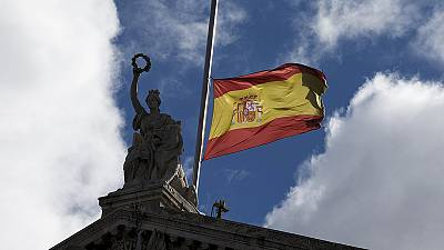 La bandera de España ondea a media asta en señal de duelo por el accidente aéreo