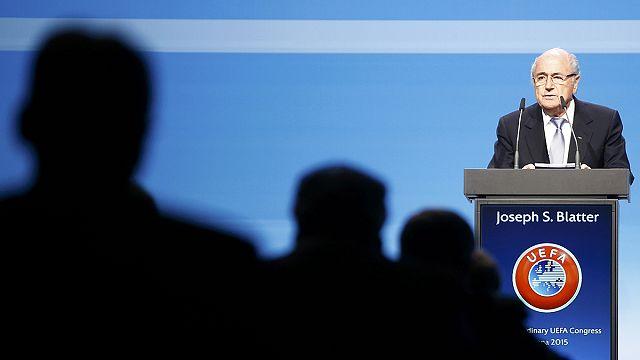 بلاتر في مواجهة انتقادات منافسيه لرئاسة الفيفا
