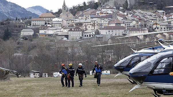 حضور رهبران اروپایی در روستای کوچک محل وقوع سانحه هوایی جرمن وینگز
