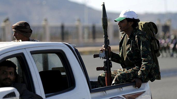 Yemen's Houthi rebels advance towards Aden