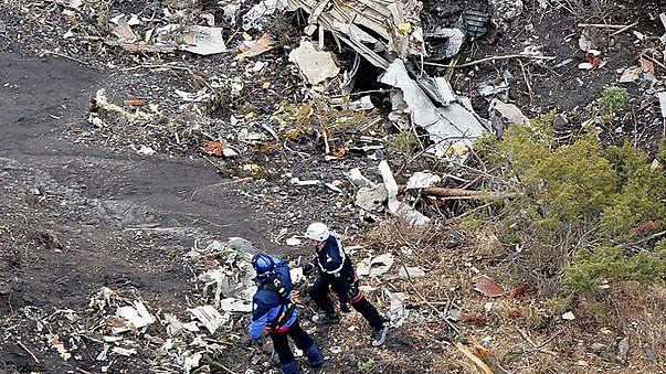 Crash de l'A320 : un pilote bloqué à l'extérieur du cockpit au moment du drame