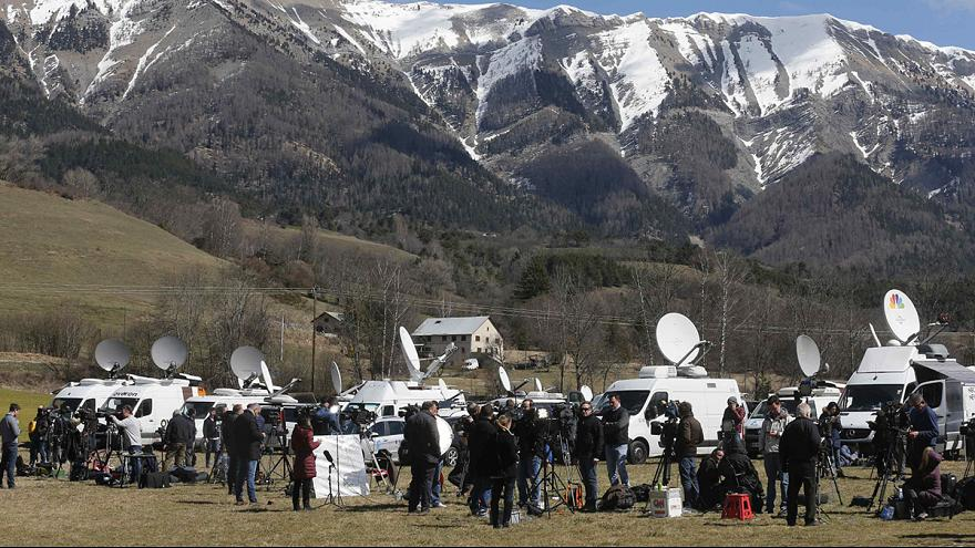 Crash de l'A320 : les médias entre hystérie et retenue