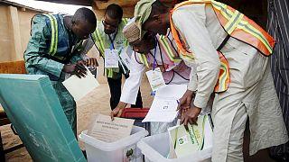 Nigeria elige a su presidente en un clima de alta tensión