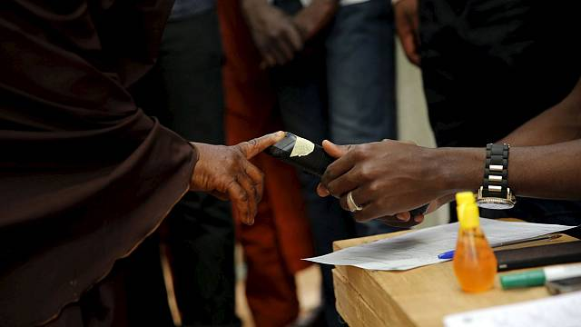 Nigeria: Presidential poll hit by bloodshed and technical glitches