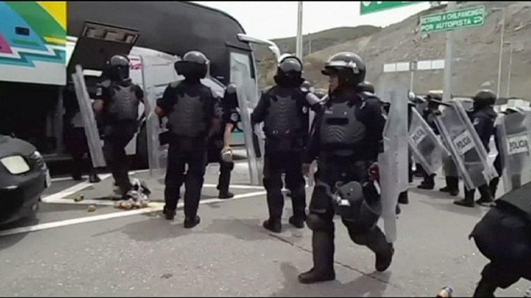 México: Desvio de autocarro por estudantes acaba em confrontos com a polícia