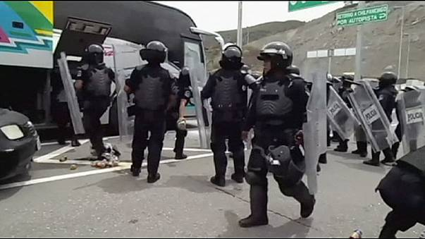 Mexico: Guerrero students in 'hijacked bus' clash with police